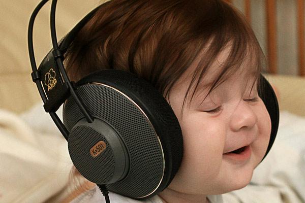 niño_escuchando_musica_600