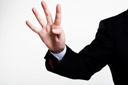 cuatro-dedos-brazo-traje