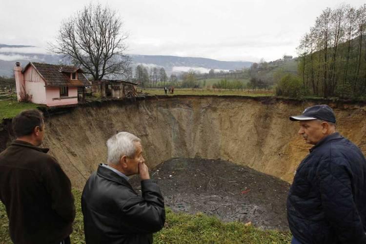 estanque-desaparecido-Sanica-Bosnia-AP_CLAIMA20131127_0101_14