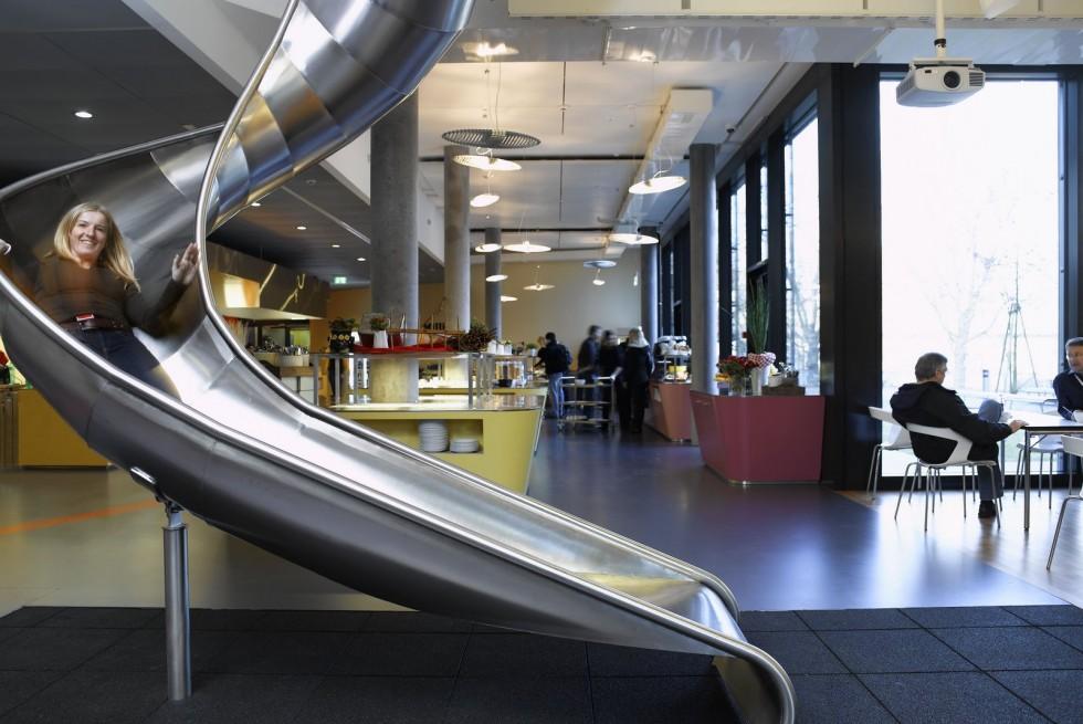 un-resbalin-en-la-oficina-de-google-en-zurich-980x655