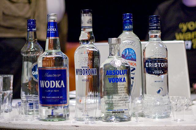 en-rusia-baja-el-precio-del-vodka-en-medio-de-creciente-inflacion-que-afecta-a-los-productos-básicos