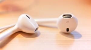 1452195608-tricks-iphone-headphones-1024x568