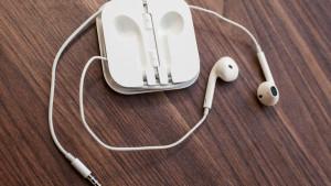 Apple_EarPods_35446297_02