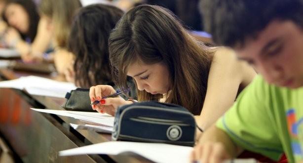 jovenes-estudiando-614x330